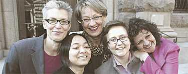 I UTFÖRSBACKEN Stödet för ett feministiskt parti har minskat sedan Feministiskt initiativ bildades med buller och bång i april – med genusforskaren Tiina Rosenberg, brevbäraren Monica Amante, före detta vänsterledaren Gudrun Schyman, arbetssökande Sofia Karlsson och långtidssjukskrivna Gudrun Linde i ledningen.