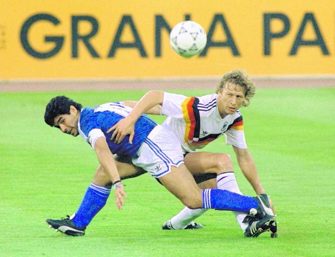 Den svenske domaren Erik Fredriksson blundade när Maradona tog bollen med handen på egen mållinje i Argentinas VM-match mot Sovjetunionen. En god hjälp på vägen till finalen mot Västtyskland (bilden), som Argentina förlorade.