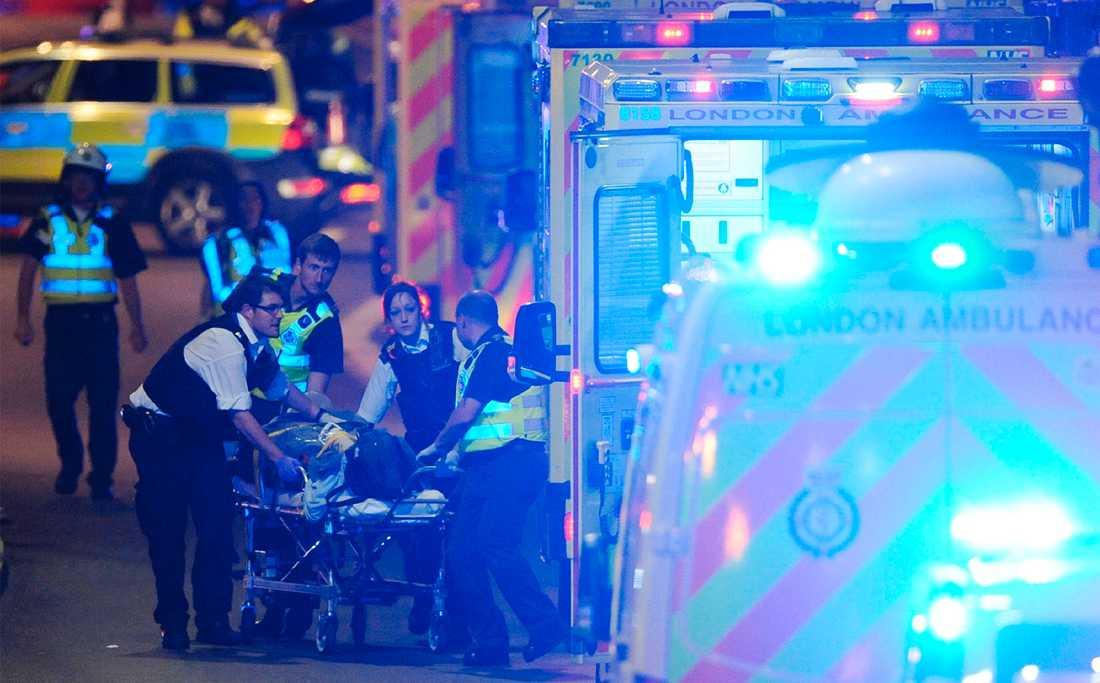 Flera personer är skadade efter terrorattacken i London.