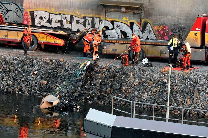Det brittiska bandet Viola Beach störtade ner i vattnet med sin bil från motorvägsbron i Södertälje natten till lördag. Nu kommer nya uppgifter om dödsolyckan.