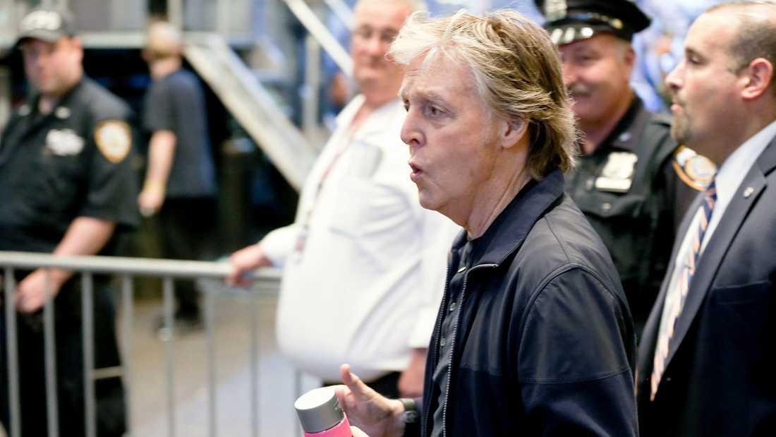 Paul McCartney på väg till Grand Central Station-spelningen.