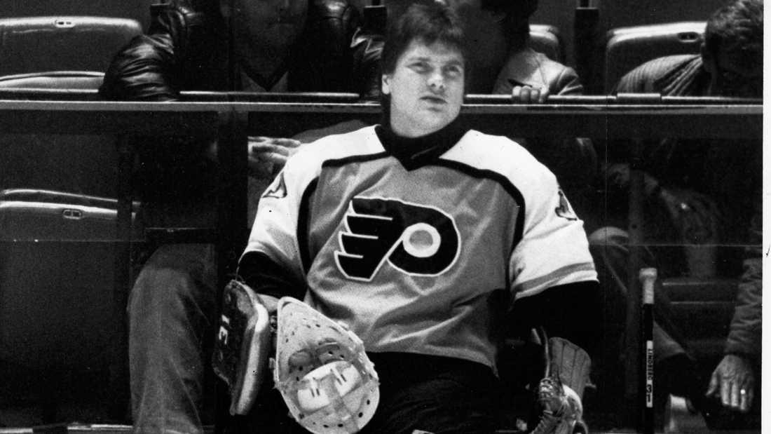 Pelle Lindbergh (1959-1985) Svensk hockeymålvakt. Dog i en bilolycka i USA. Förste europén och hittills ende svensken som vunnit Vezina Trophy.