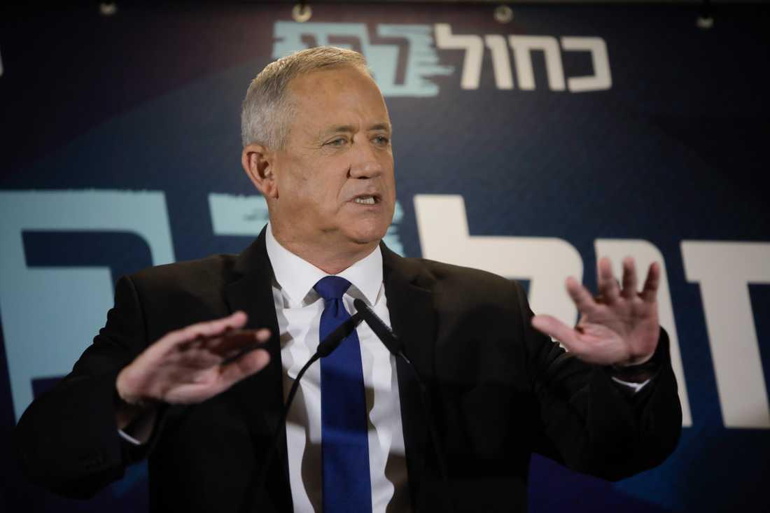 Blåvita alliansens partiledare Benny Gantz i Tel Aviv under torsdagen. Arkivbild.