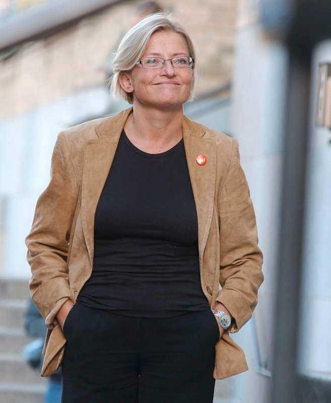 Sista bilden. Den här bilden av Anna Lindh togs vid hennes sista framträdande på Medborgarplatsen i Stockholm 9 september. Dagen efter attackerades hon med kniv av Mijailo Mijailovic på NK i Stockholm. Hon avled senare av sina skador.