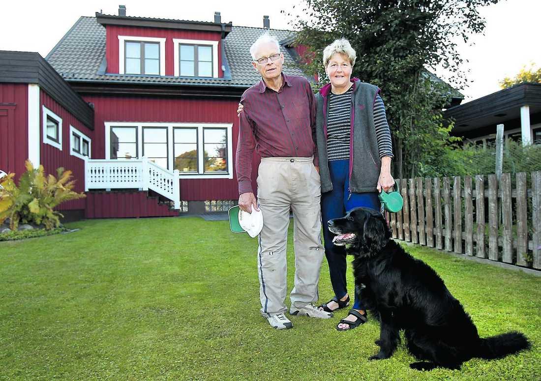 """riktad reklam Joel och Ingrid Sandström bor i östra Teg som Umeborna skämtsamt kallar """"gräddhyllan"""". De är tveksamma till riktade utskick. """"Jag vill välja utifrån politisk ståndpunkt. För de flesta avgör inte det snäva egenintresset. Oavsett utbildning bör man betraktas lika"""", säger Ingrid."""