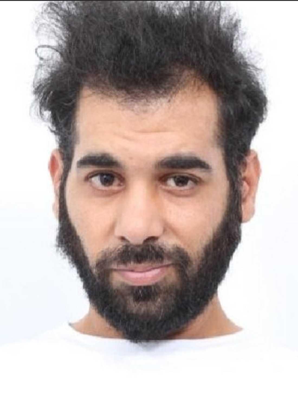 Under dagen släppte polisens mordutredare en bild på en person man misstänker ligga bakom dubbelmordet.