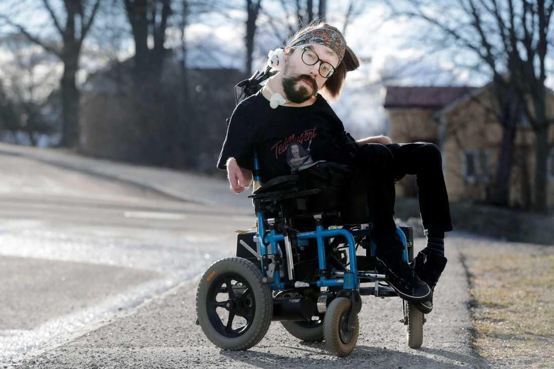 Henrik Fannkvist har en medfödd muskelsjukdom och är mycket infektionskänslig.