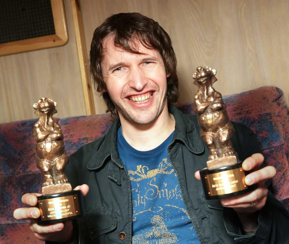 Smile! James Blunt vann två björnar 2005 och blev så här glad.