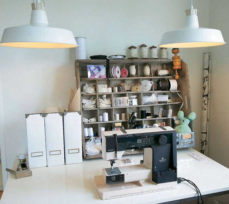 Josse är allkonstnär, det syns i hennes pysselrum. Här virkas och sys det varje lediga minut till hennes nystartade butik.