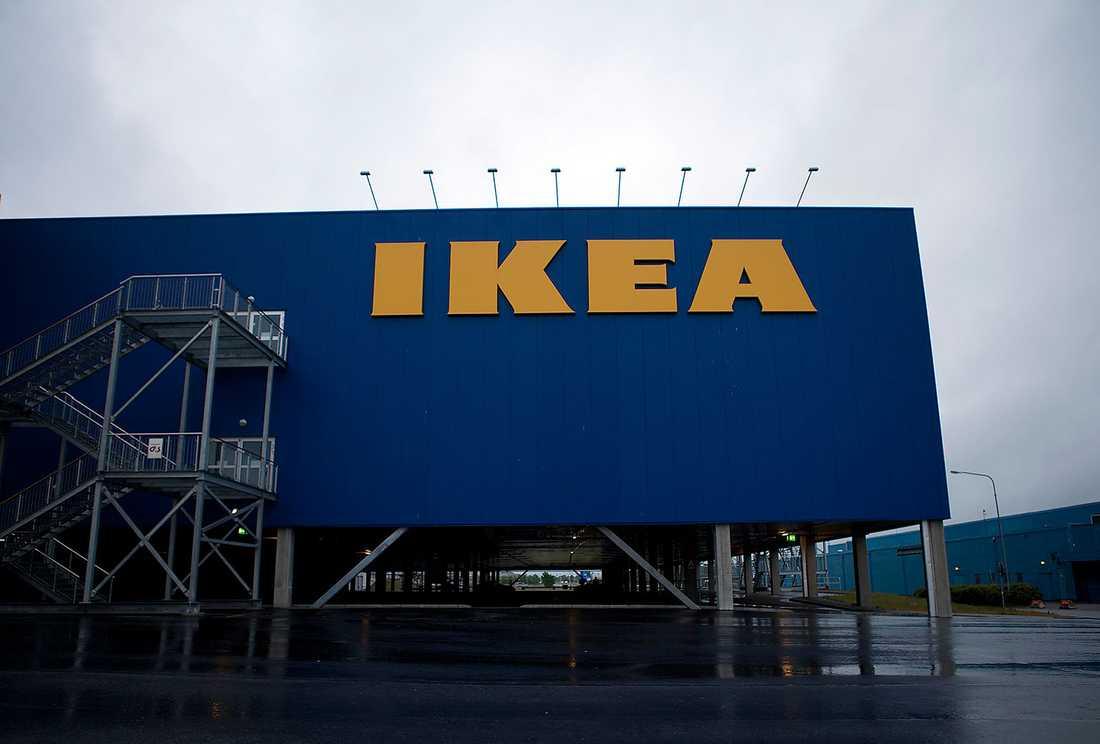 Mannen erbjöd personal på Ikea extra massage utöver den på företagshälsan.
