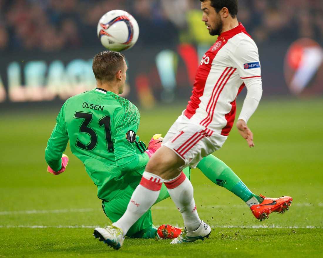 Robin Olsen hade en hel del att göra när FC Köpenhamn förlorade med 0–2 mot Ajax.