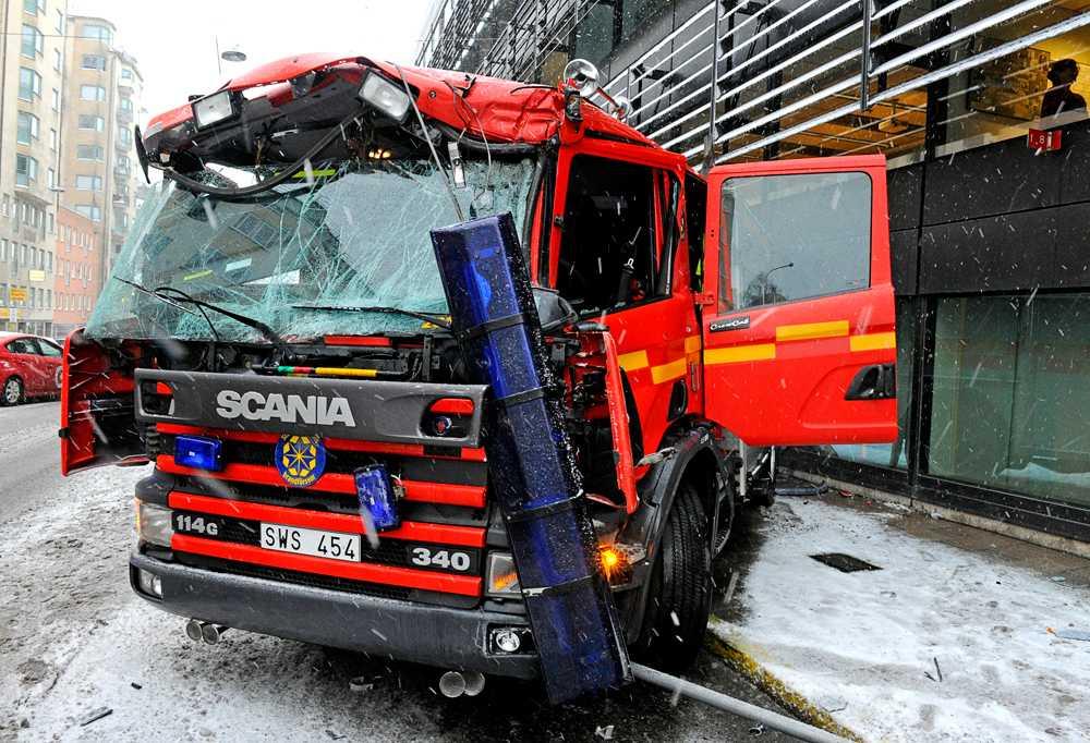 Brandbilen blev rejält tilltufsad.