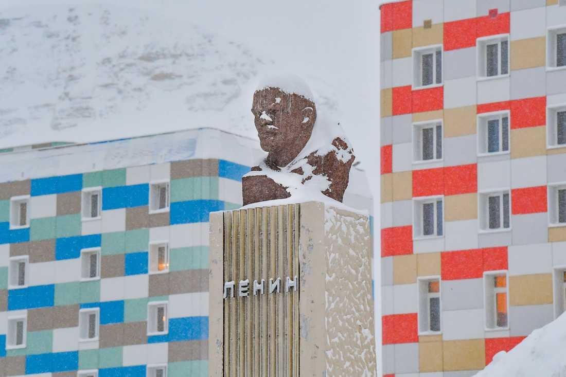 I Barentsburg finns världens näst nordligaste Leninstaty. Den nordligaste finns i den gamla sovjetiska spökstaden Pyramiden, som också ligger på Svalbard.