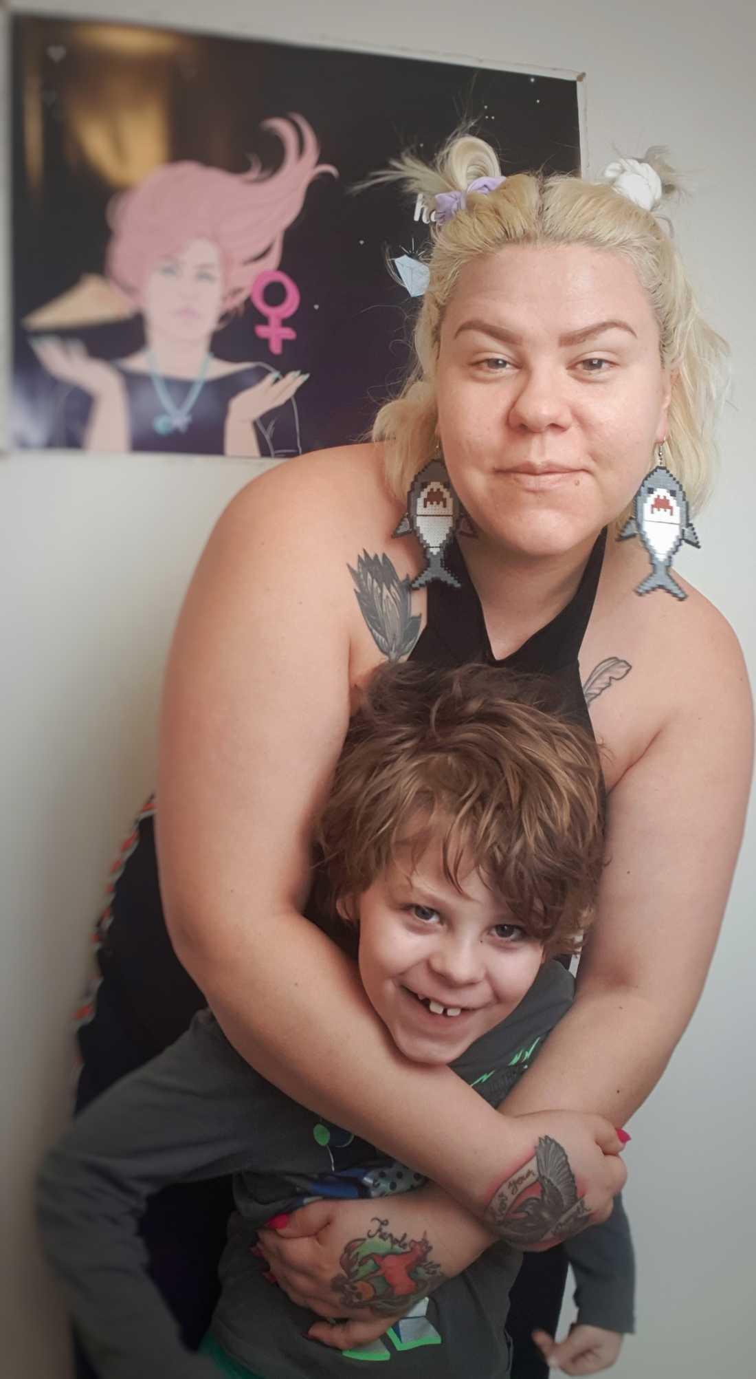 Karin med Alfred. Alfred fick sin diagnos när han var fyra år, efter två och ett halvt års utredning.
