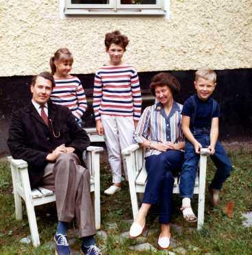 Hela familjen Ohly på 60-talet. Pappa Harald, mamma Ann-Marie, systrarna Cecilia och Birgitta och Lars själv.
