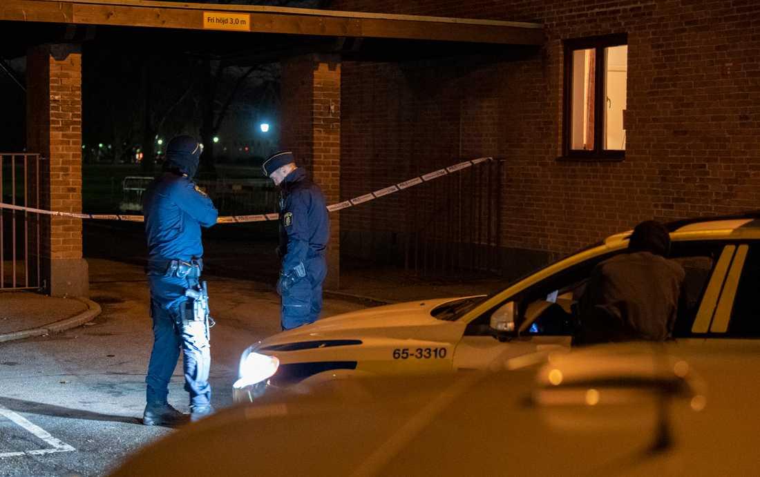En ung man sköts till döds i Malmöstadsdelen Segevång i december i fjol. Orsaken ska ha varit svartsjuka över en följarförfrågan på Instagram. Arkivbild.