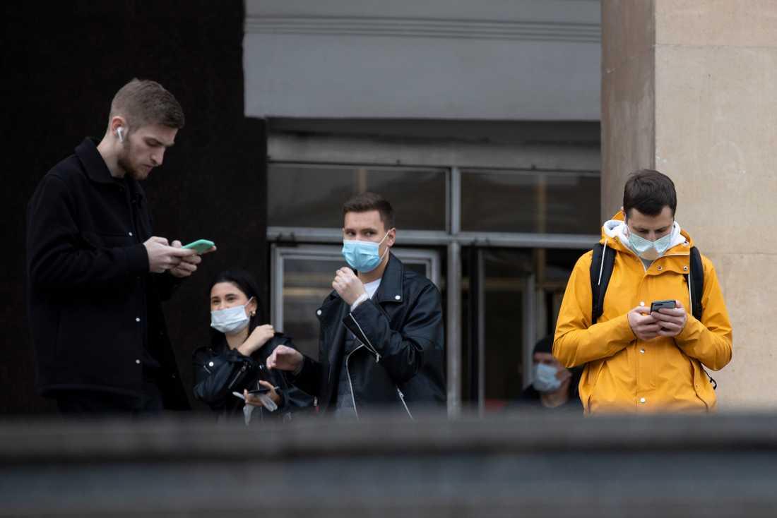 Munskyddsbärare i Moskva i måndags.