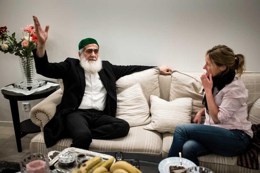 Familjens överhuvud Hashem Ali Khan i intervju med Aftonbladets Johanna Bäckström Lerneby.