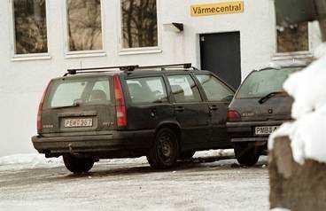 """Biträdande näringsminister Mona Sahlin köpte den gröna Volvokombin, årsmodell 1994, av socialdemokraterna för fem år sedan. """"Bilen är trasig och står och läcker olja"""", säger hon."""