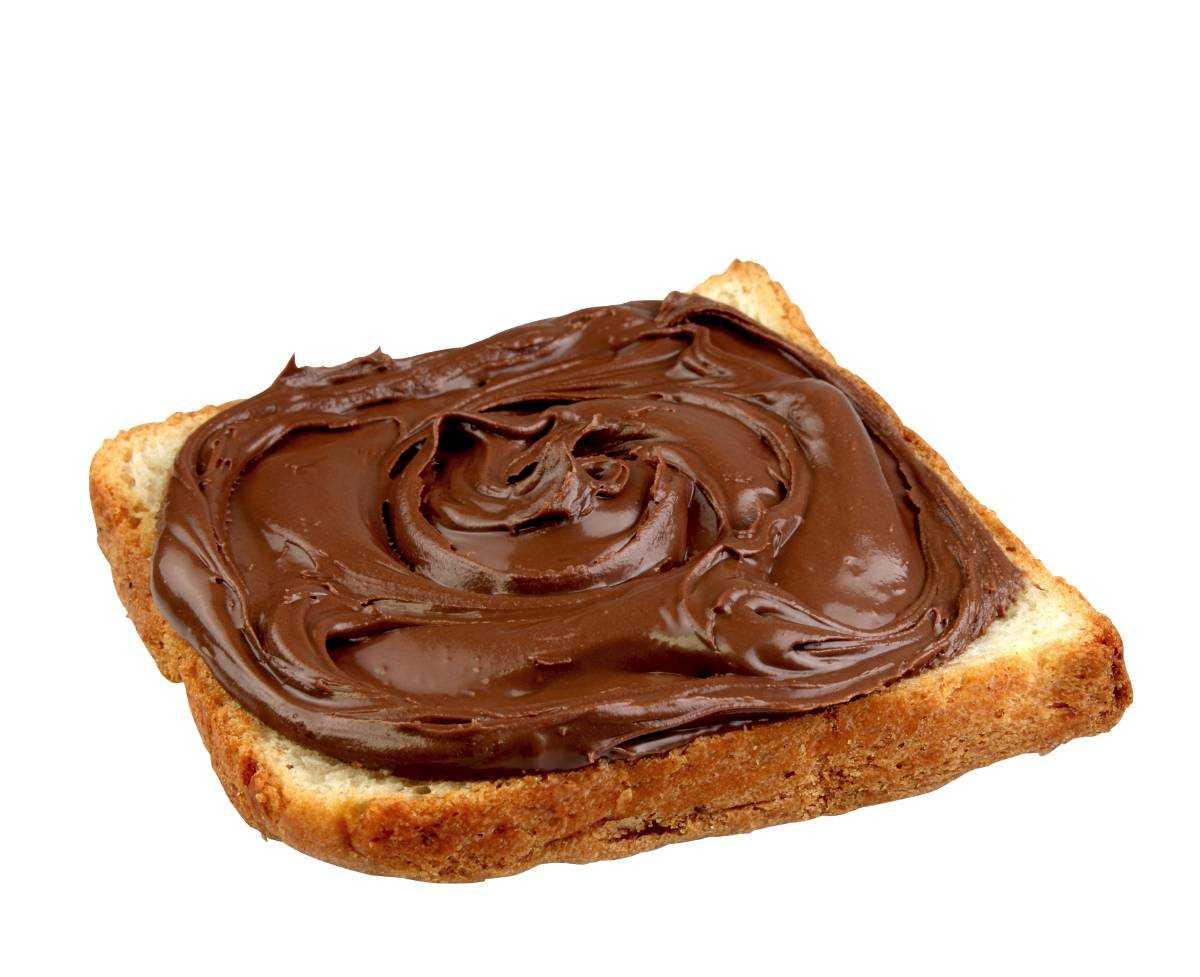 Bred chokladkräm på smörgåsen.