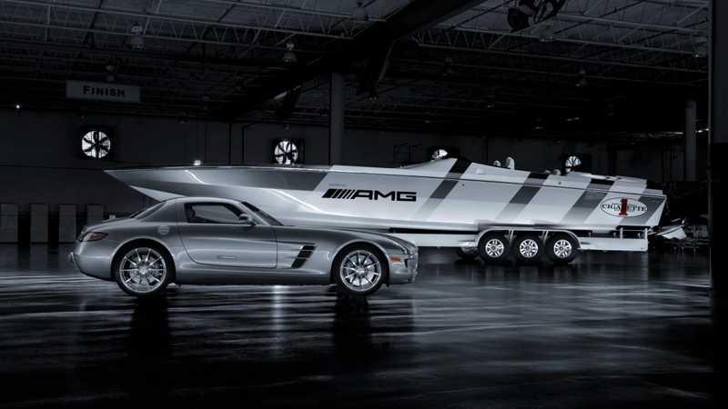 Båten är lackad med samma speciallack som bilen.