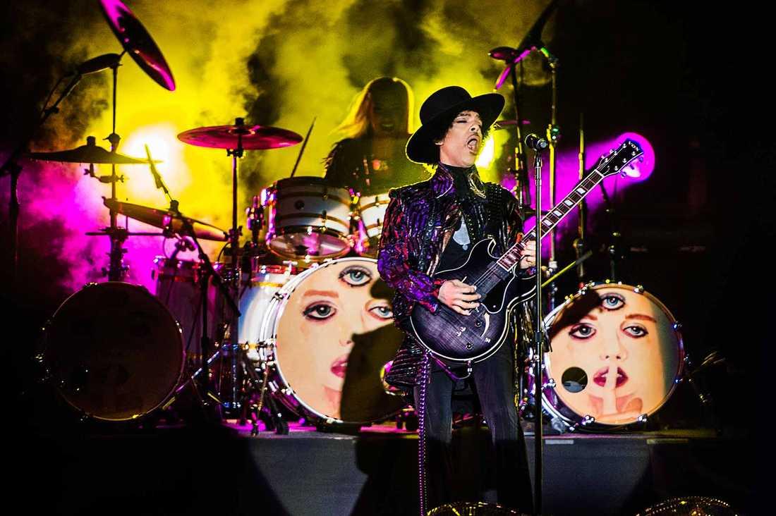 Prince spelar i Stockholm 2013.