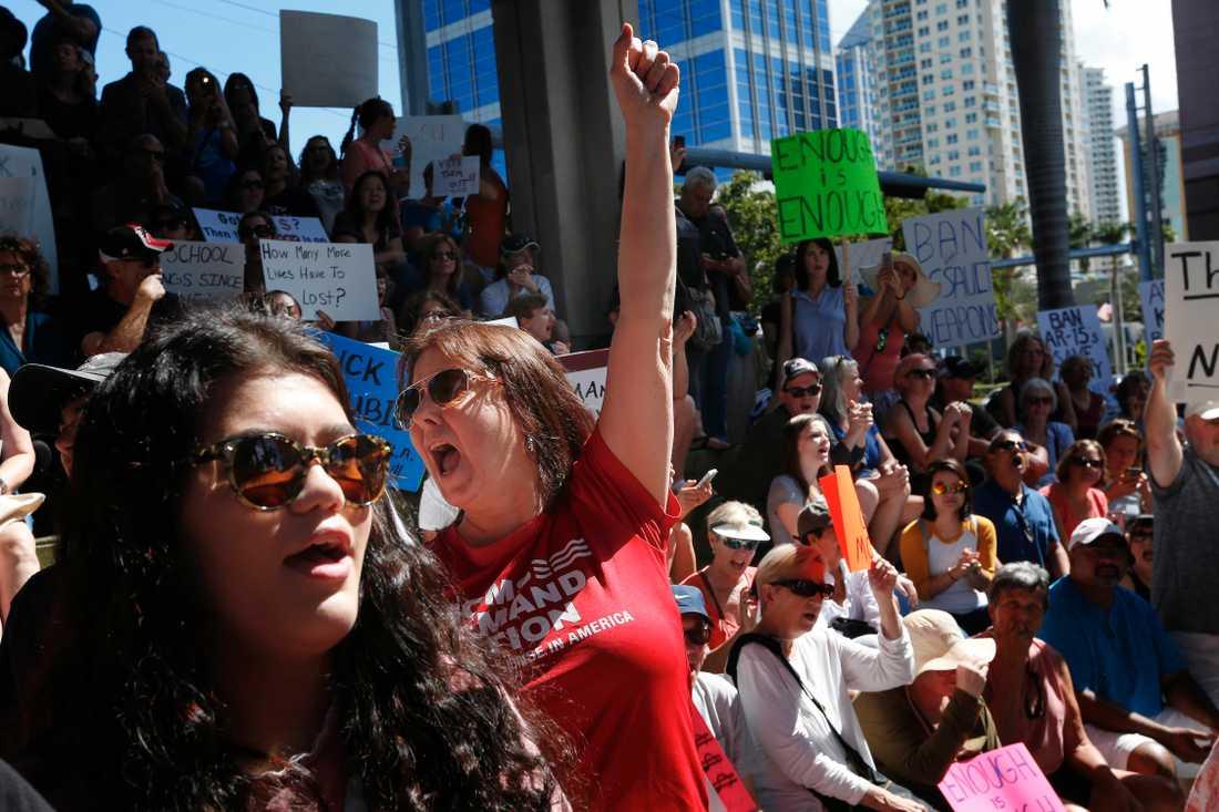 Demonstrationer i Florida efter den dödliga skolskjutningen i onsdags.