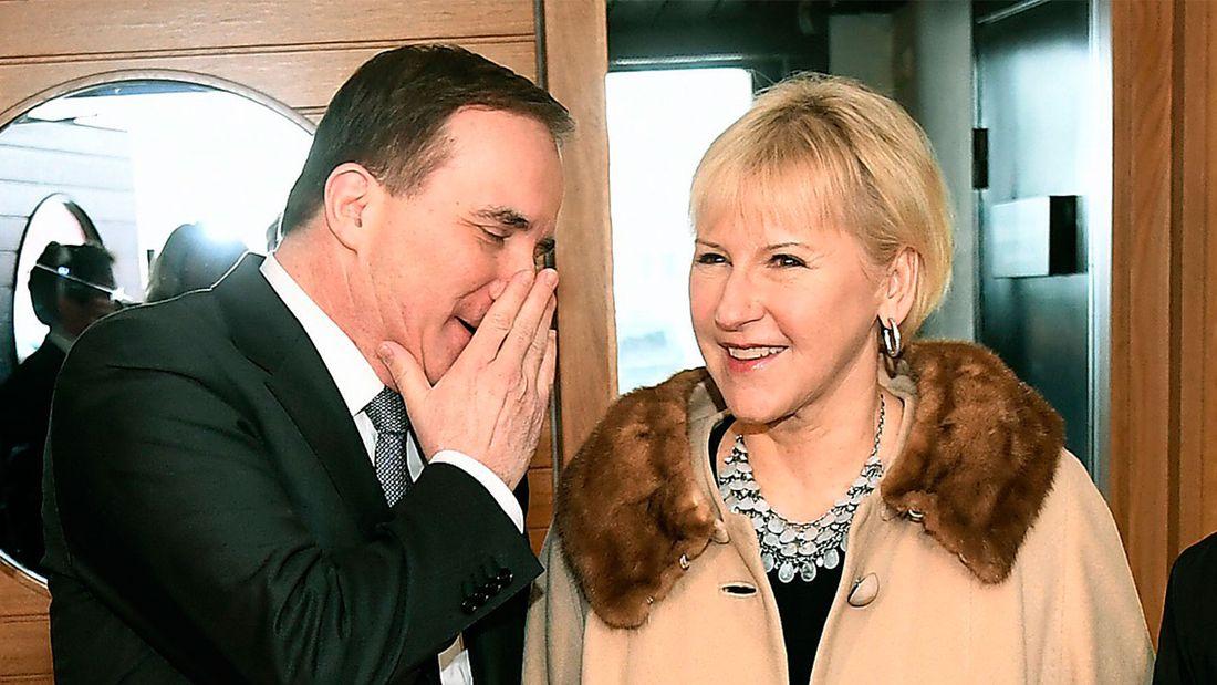 """Sedan 2015 har ett ryskt angrepp mot Sverige ansetts """"osannolikt"""", men nu har alla riksdagspartier (utom V) enats om att ett ryskt angrepp """"inte kan uteslutas"""". När Löfven och Wallström på Folk och försvar använde både den gamla och den nya formuleringen väckte det ilska hos Natoanhängare som använder rysshotet som argument för ett medlemskap."""