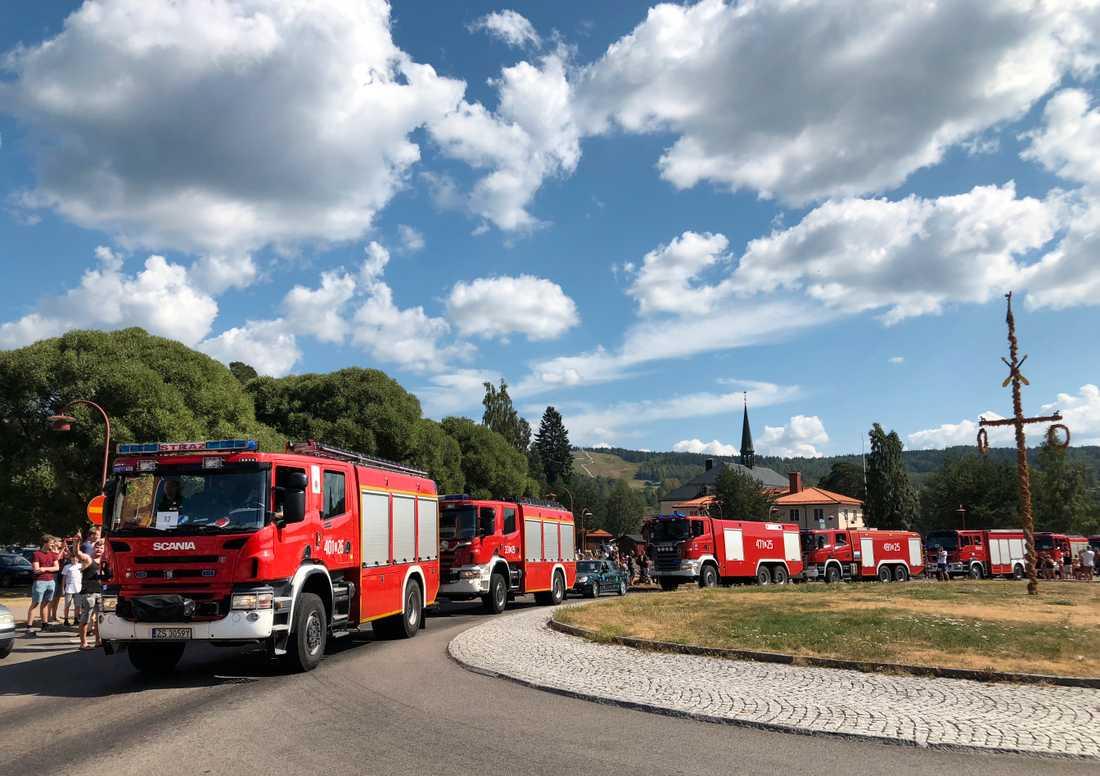 Flera brandmän, bland annat från Polen bistår Sverige.