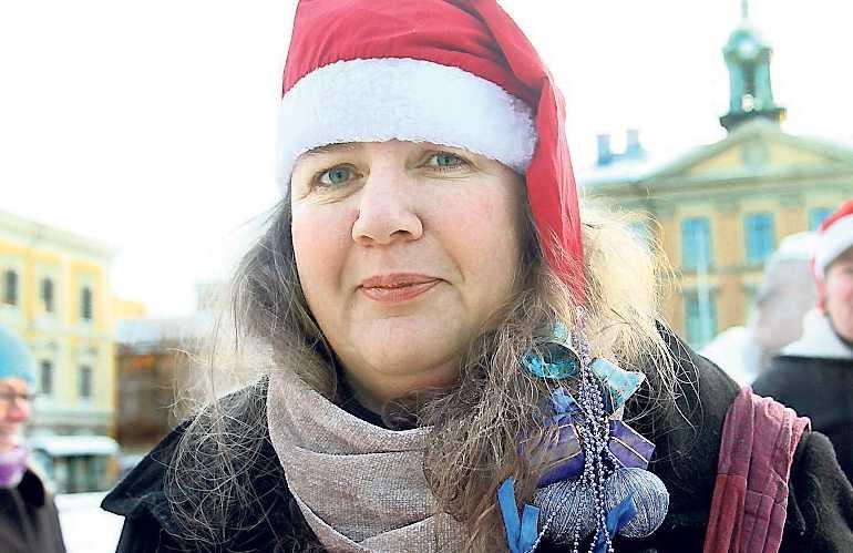 Käftsmäll 2 Halvtidssjukskrivna Ann-Britt Isaksson demonstrerar.
