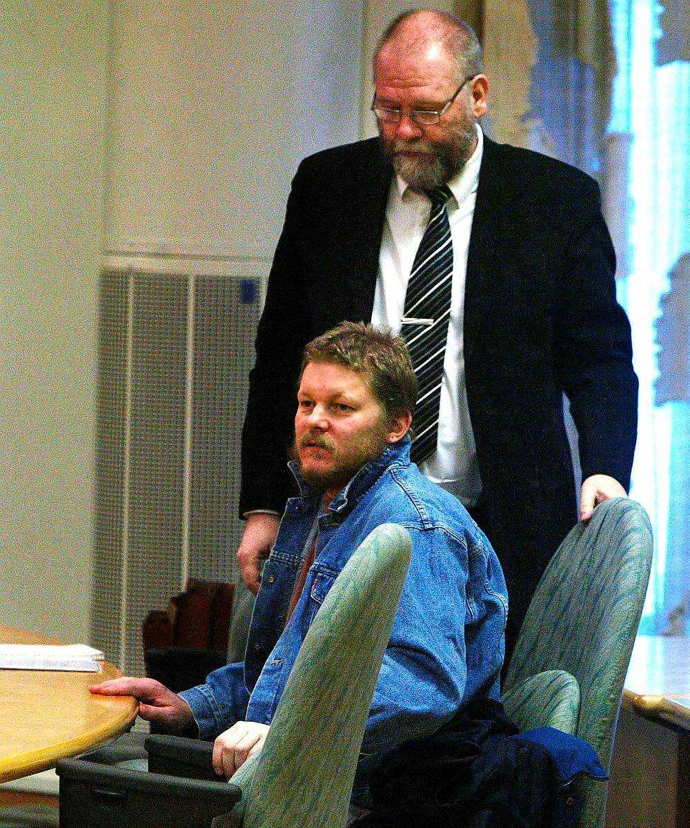 Glenn Lövgren. Tog sig in hos exsambon i Piteå beväpnad med yxa. När hon kom hem dödade han henne med minst tre slag mot ‧hennes huvud. Han hade sett henne tala med en annan man på en bar.  Dömd 2005