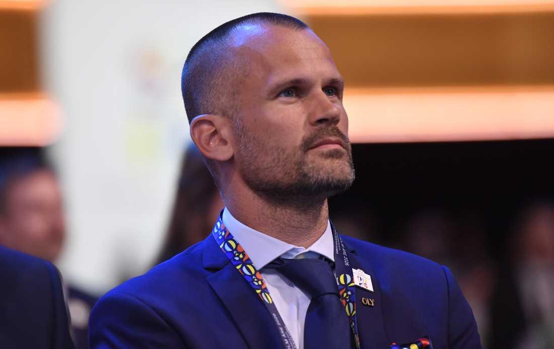Stefan Holm har valt att avgå ur IOK:s Aktivas råd efter kritik om korruption.