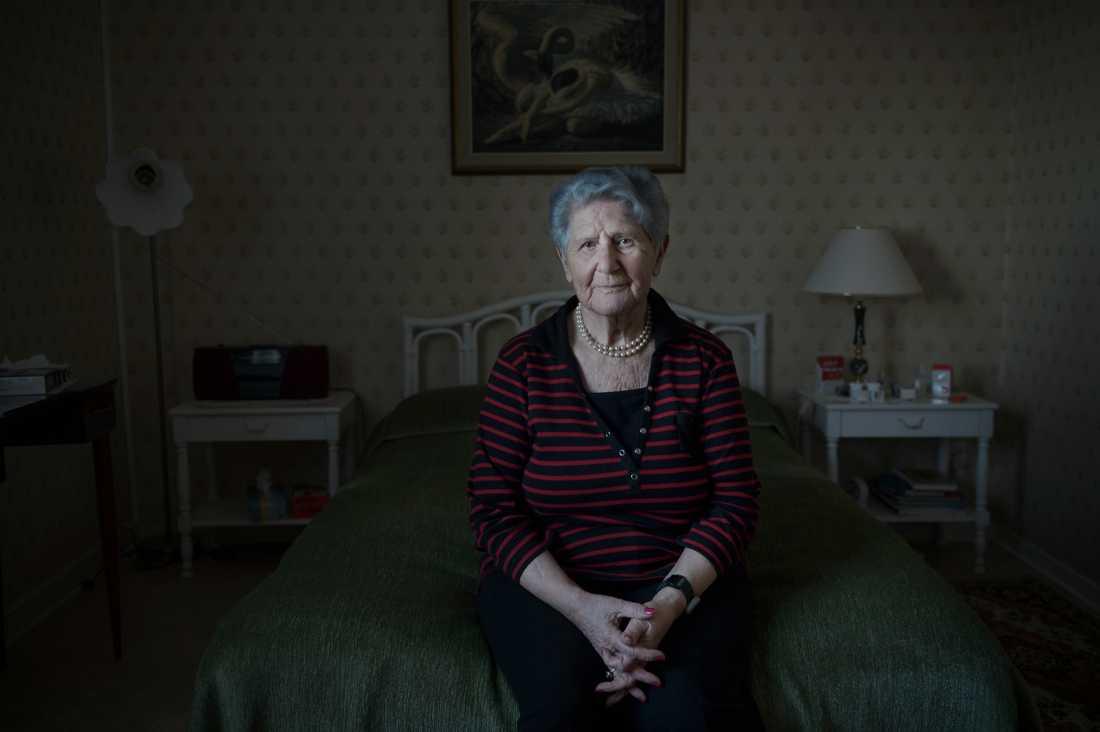 Hemma hos Cyla Trus, 2017 när hennes barnbarn Helena Trus intervjuade henne om Förintelsen för Aftonbladet TV.