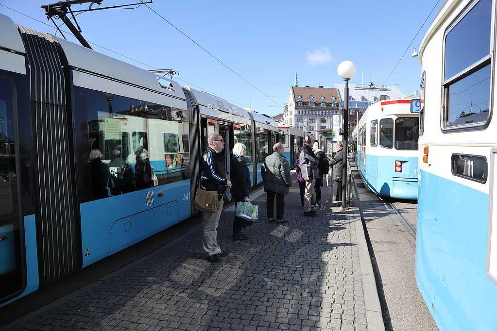 Spårvagnar stod stilla när Västtrafik uppmärksammande den tysta minuten på Drottningtorget i centrala Göteborg.
