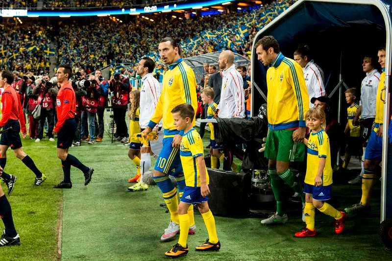 Går de ut till sista slaget? Zlatan Ibrahimovic, Andreas Isaksson och Kim Källström kan i kväll göra sina sista insatser i den blågula tröjan.