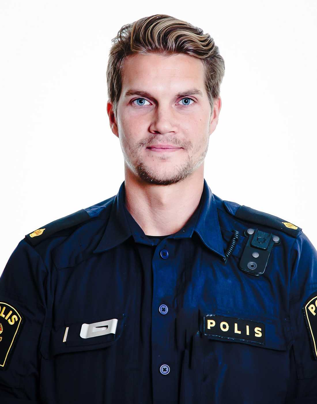 Polisen Ted Eriksson attackerades av en knivbeväpnad man vid Medborgarplatsen i Stockholm tidigare i år.