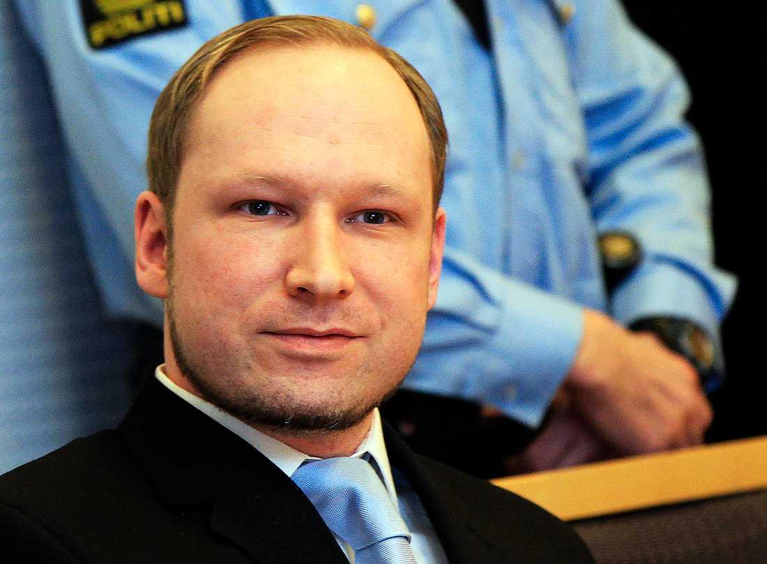 Vi och dem Att det blir allt mer accepterat i Europa att visa hat mot västvärlden i medier, leder till ett ökat tänk om vi mot dem. Anders Behring Breiviks dåd i Utøya är ett steg i den riktningen. Här är han under häktningsförhandlingen i februari.