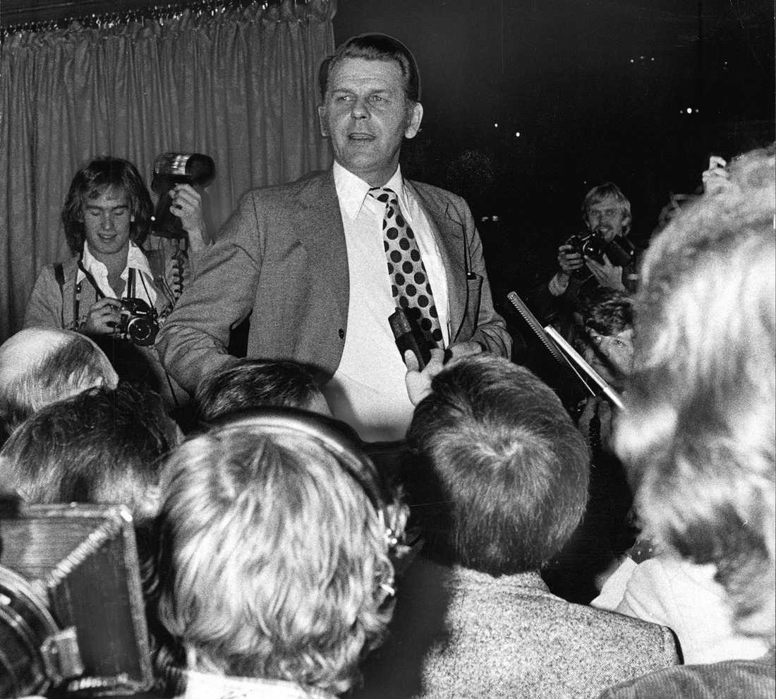 Valet 1976. Thorbjörn Fälldin (C) firar valsegern.