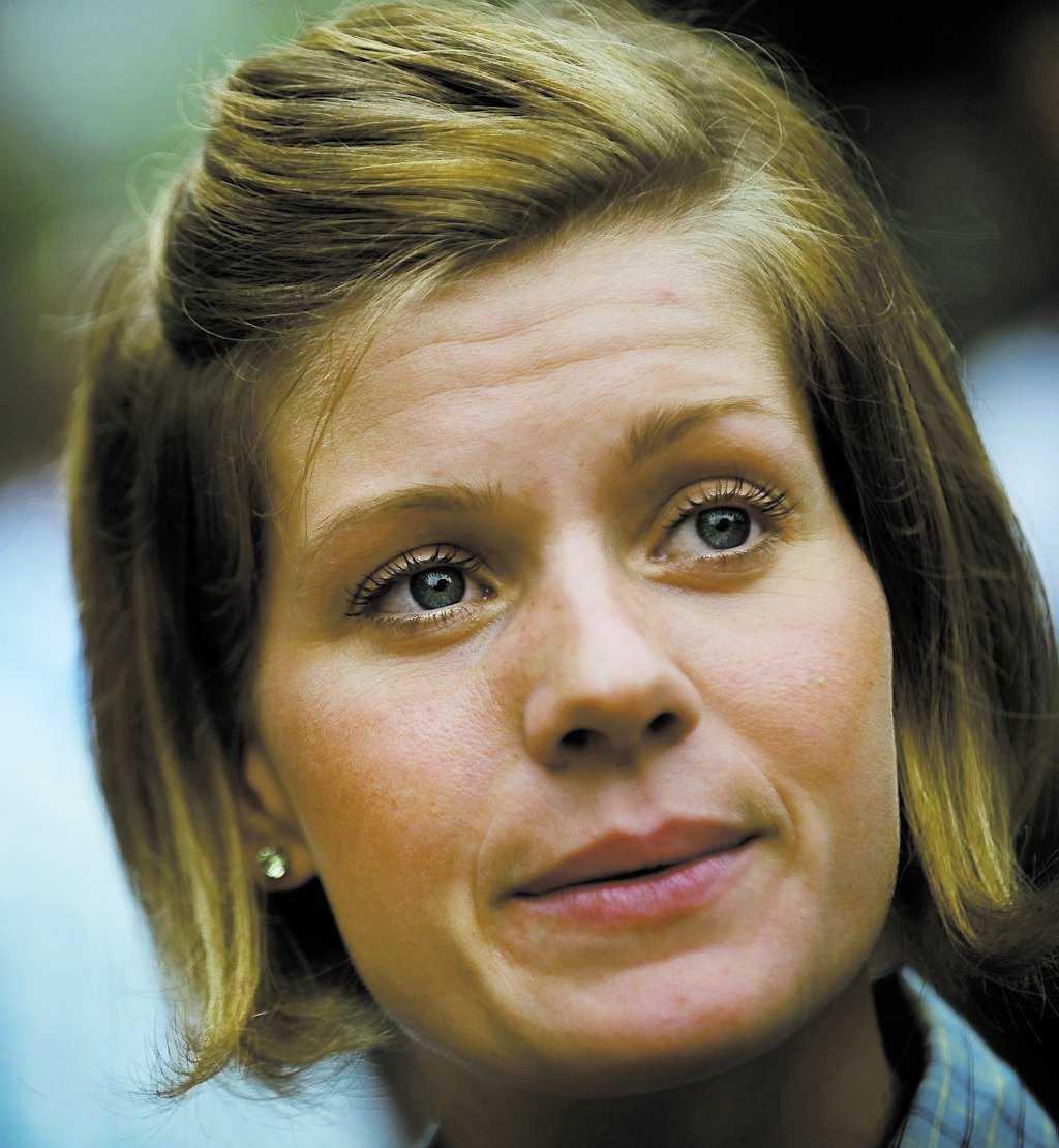 ARG SILVER-EMMA Sveriges två mest kända damcyklister hamnade i ordkrig efter gårdagens linjelopp i SM i Götene. Emma Johansson var besviken och anklagade Susanne Ljungskog för att vara feg.