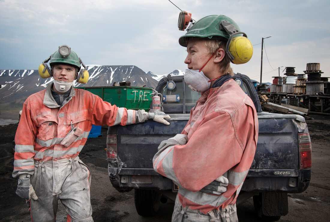 Nikolai Seljevold och Henrik Ulvang arbetar i den enda kvarvarande kolgruvan på Svalbard.
