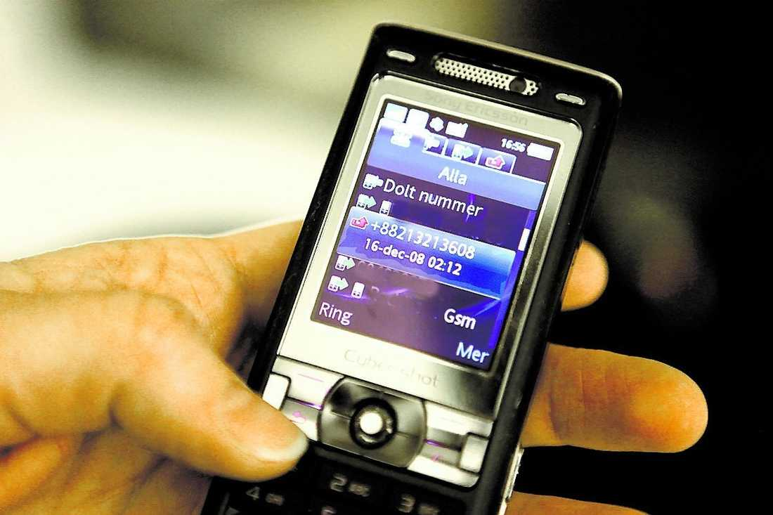 De ringer bara en signal och hoppas att mottagaren ska bli nyfiken. Ett av de vanligaste bluffnumren är +88213213608.