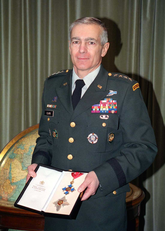 Wesley Clark, tidigare ÖB för Nato i Europa och presidentkandidat för Demokraterna, är vd för ett onlinecasino med dotterbolag i skatteparadis. Arkivbild.