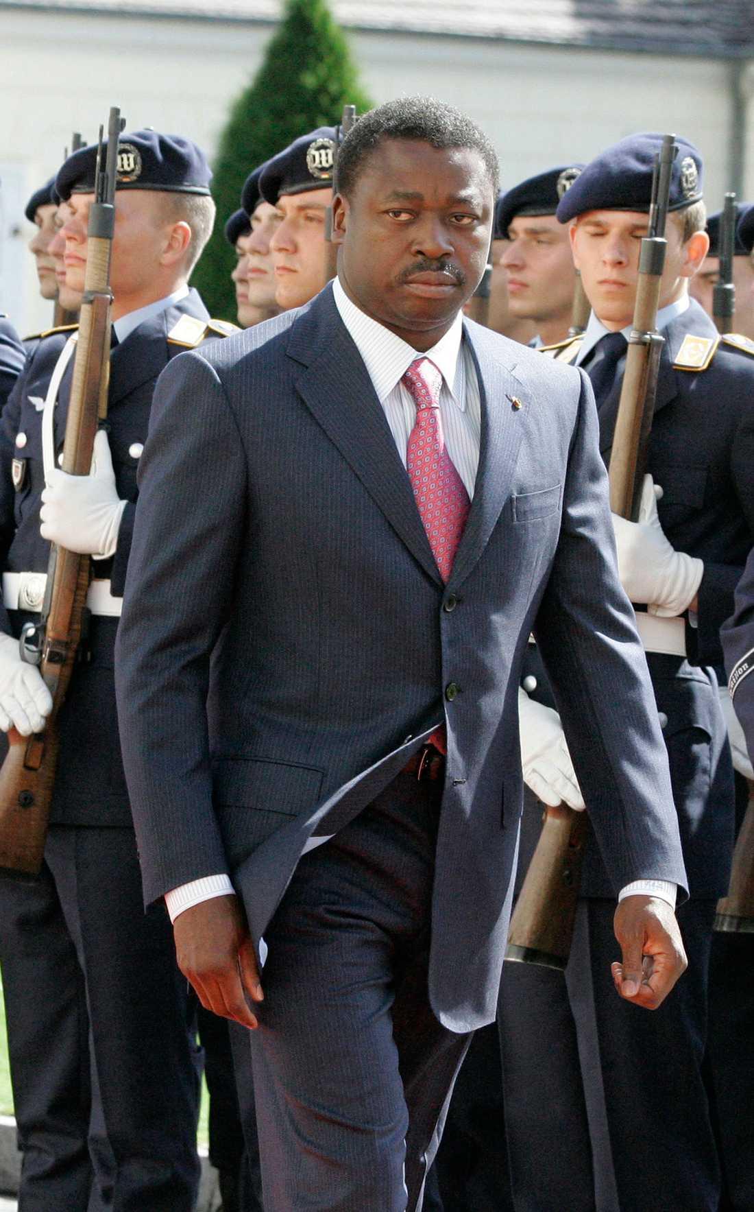 Togo, 2012 Kvinnor från landets oppositionsparti uppmanade till en veckas lång sexstrejk med målet att landets president Faure Gnassingbé (ovan) skulle avgå. Presidentens familj hade då styrt landet i mer än fyrtio år, vilket har skapat oroligheter och våldsamheter i landet.