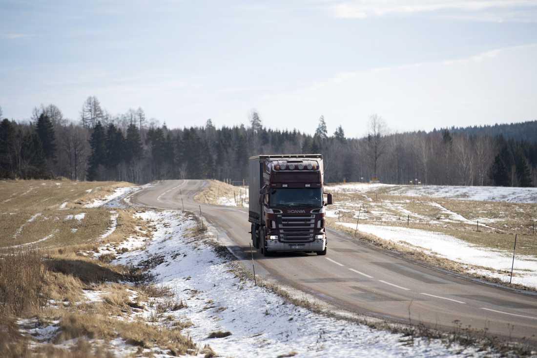 Mer än var tionde statlig väg är i mycket dåligt skick, enligt Transportföretagen. Arkivbild.