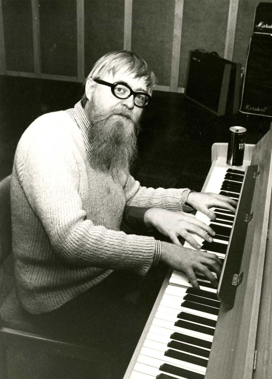 Trehändig pianist Lasse Werner (1934 - 1932) älskade klassisk bebop och verkade som pianist och kompositör. Hans bror, Mats Werner, har skrivit en bok om musikerns liv. Foto: Svenskt Visarkiv