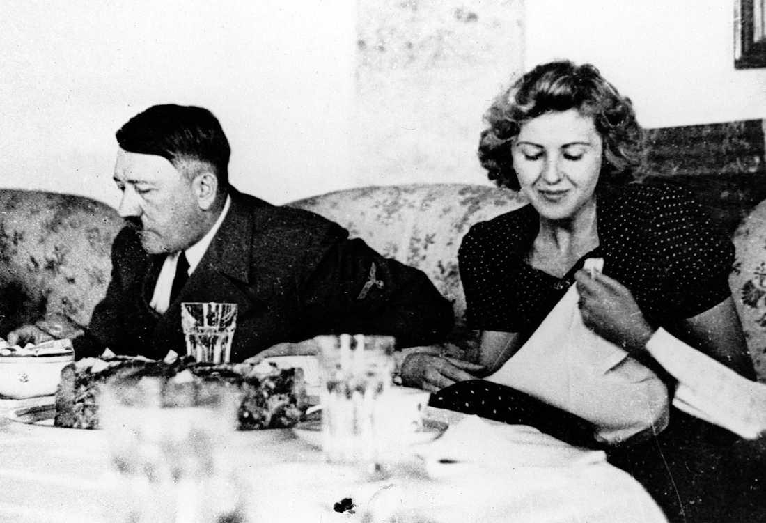 Führerparet Hitler och Braun vid frukostbordet.