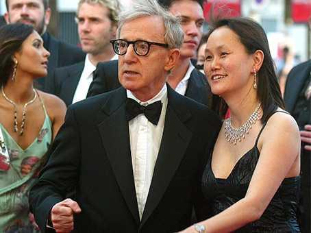 """I HBO-dokumentären """"Allen vs Farrow"""" Woody Allen, 85 år, tillsammans med sin fru Soon-Yi, 50 år, som är adoptivdotter till hans exflickvän Mia Farrow."""
