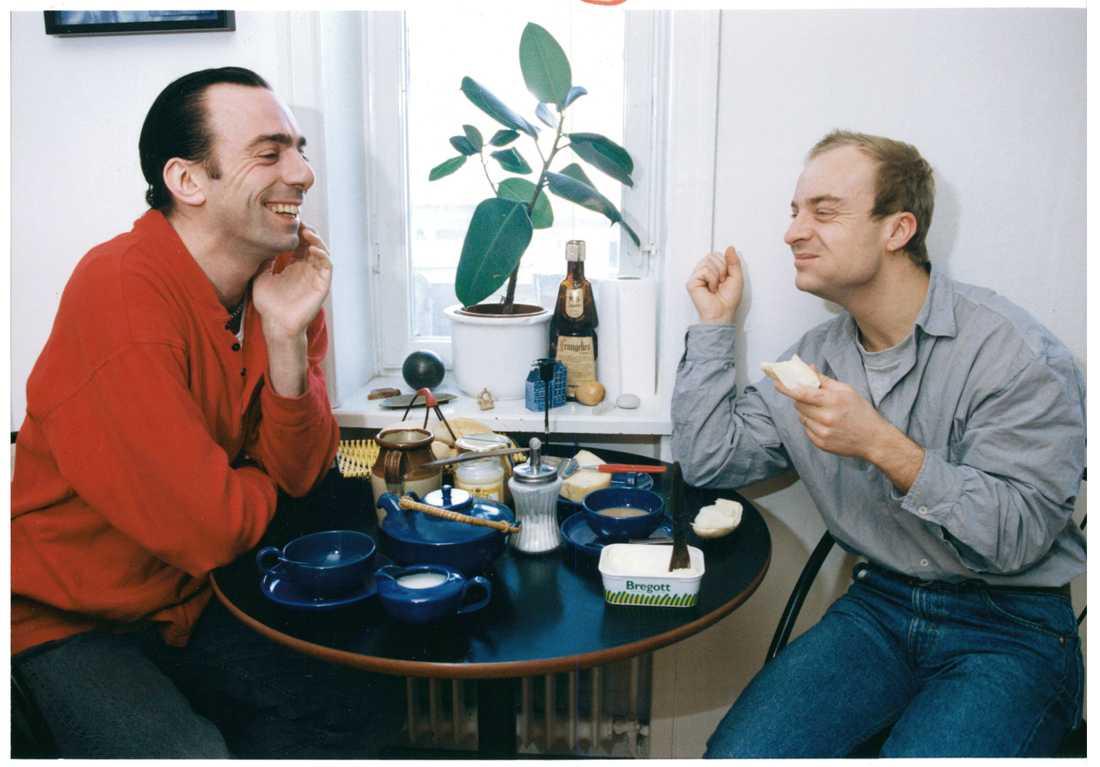 Rikard Wolff tillsammans med vännen Jonas Gardell 1992