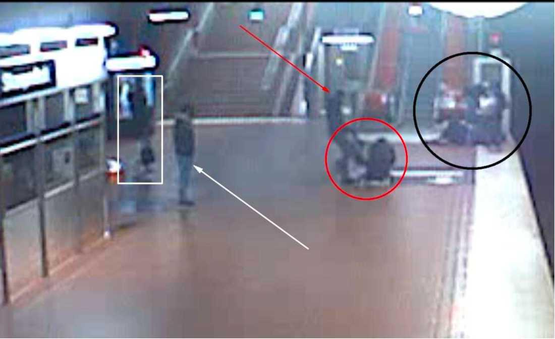 19-åringen attackerades i tunnelbanan och tvingades sedan klä av sig naken, medan han filmades.