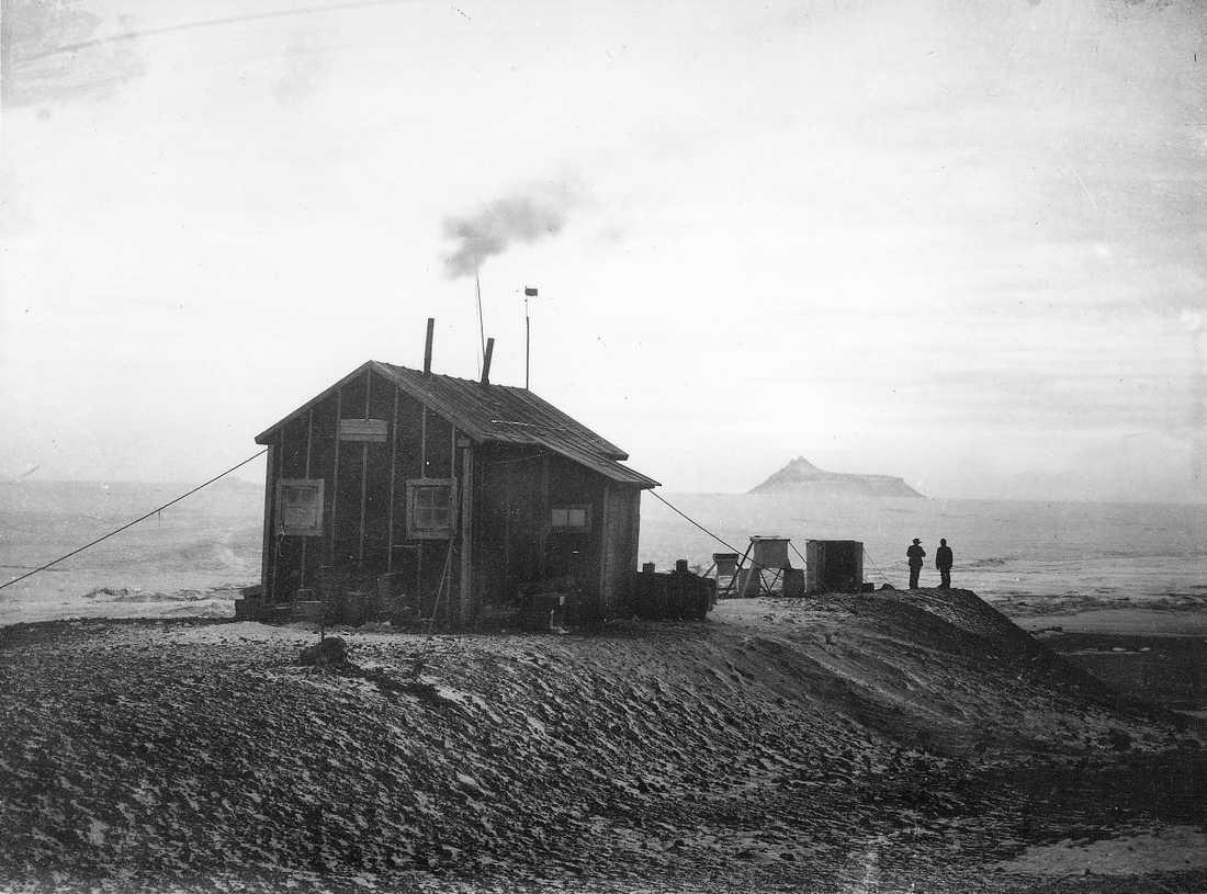 Otto Nordenskjöld och sex andra män bodde två år i huset på Snow Hill i Antarktis. Nu hotas det av sättningar. Arkivbild.